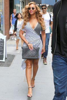 A cantora Beyoncé é adepta do decotão, que exige cuidados especiais.