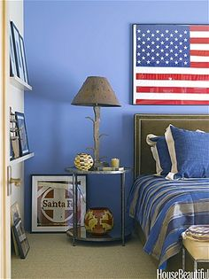 This would be a nice guest bedroom or teen boys room. I like the one blue wall and the framed American flag.