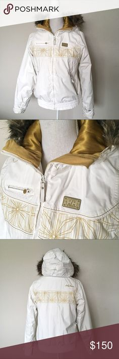 ❄️ HH Snow Outfit, Coat & Pants ❄️ ❄️ Helly Hansen snowboard outfit ❄️ White & Gold coat and pants, only worn a few times. Like New condition. So comfortable and warm and the pants fit amazing! Selling as a set only. Helly Hansen Jackets & Coats