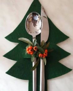 16 different ways to decorate your Christmas table - Healthy lifestyle - 16 dif. - 16 different ways to decorate your Christmas table – Healthy lifestyle – 16 different ways to - Noel Christmas, Simple Christmas, Christmas Ornaments, Christmas Christmas, Christmas Cooking, Christmas Things, Homemade Christmas, Christmas Projects, Holiday Crafts