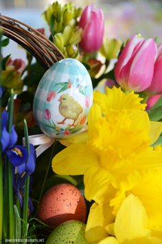 Floral Friday: Create a Blooming Easter Basket! Easter Flower Arrangements, Easter Flowers, Floral Arrangements, Holiday Fun, Christmas Diy, Craft Stick Crafts, Diy Crafts, Easter Bunny Decorations, Easter Crafts For Kids