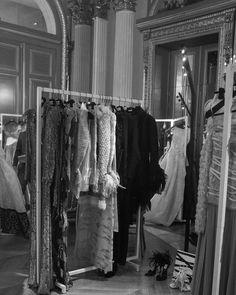 Париж – это город, который будоражит воображение. Неудивительно, что самое авторитетное событие в модной индустрии проходит именно здесь. Парижская неделя моды только началась, но уже принесла мне интересные знакомства, море позитивных эмоций и идей. Так что день завершается не только приятными воспоминаниями, но и мыслями о новых совместных проектах с коллегами-дизайнерами. Если Вы сейчас в Париже, обязательно загляните в @newcoutureshowroom в отеле Westin. #nadiapiskun…