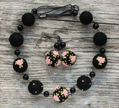 Dusky pink and black earrings and necklace set by NettesRoseGarden