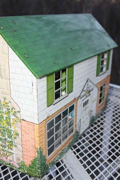 Just like my dollhouse - Oh, what fun I had!      Marx Lithographed Metal Dollhouse 1950s 5 rooms ~ Lion Wings