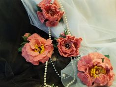 Handmade felting. Вовняні брошки рожевої півонії. Валяні з вовни австралійського мериносу. Декоровані штучними перлинами і бісером. Кріплення - защіпка