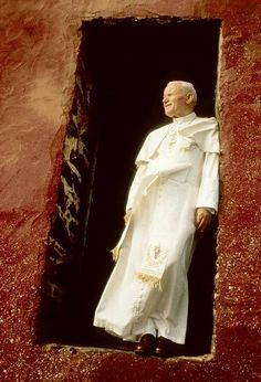 Pope John Paul II stands on the threshold of a former slave-trade depot on Goree Island during his 1992 trip to Senegal Catholic Art, Catholic Saints, Roman Catholic, Papa Juan Pablo Ii, Pope John Paul Ii, Paul 2, Papa Francisco, Blessed Mother, Mother Mary