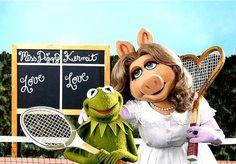 Miss Piggy and Kermit tennis buddies Tennis Shop, Tennis Party, Tennis Gifts, Play Tennis, Kermit And Miss Piggy, Kermit The Frog, Danbo, Jim Henson, Die Muppets