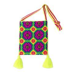 Resultado de imagen para huichol pom pom African Accessories, Medicine Bag, Textiles, Mexican Designs, Mexican Style, Traditional Art, Handmade Crafts, Textile Art, Bucket Bag