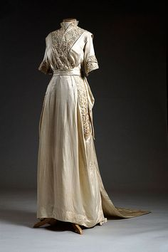 White satin wedding dress, 1914, worn by Wilhelmina Dorothea Mayer for her marriage to Adolf Gevert Hollings in 1914. She was the mother of Senator Fritz Hollings of Charleston.  Via Charleston Museum, flickr.