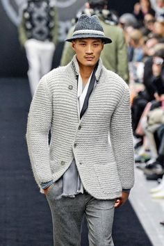 The type of knit the young hipster men and boys in your life would prefer over the standard granny cardigan MEN HAND KNIT JACKET Knit Jacket, Knit Cardigan, Jacket Men, Mens Fashion Sweaters, Men Sweater, Gilet Crochet, Moda Formal, Types Of Jackets, Men's Jackets