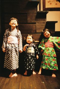 Three Japanese kids in kimonos, laughing. We Are The World, People Of The World, Geisha, Beautiful Children, Beautiful People, Enrico Macias, Japanese Kids, Culture Art, Art Japonais