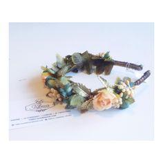 En Tribeca ya estamos con la cabeza en el finde y hemos pensado que para llenarla de flores no hace falta que os vayais de boda, ni arruinaros. Aquí os dejamos la diadema perfecta para lucirla con unos vaqueros y una chupa de cuero. No os parece preciosa?  #headpiece #flowers #diadema #tocado #headband #jewlery #fashion #style #stylish #love #cute #photooftheday #hair #beautiful #beauty #outfit #purse #swag #flowers #flower #petal #nature #blossom #spring #bloom