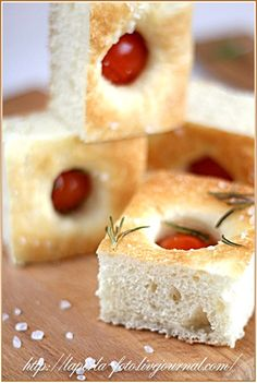Have I told ya'll how much I l<3 bread of any kind?Tomato rosemary bread