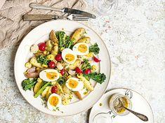 Jarní bramborový salát s vejcem Cobb Salad, Food, Meals