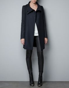 Celebrities who wear, use, or own Zara Coat With Appliques on Sleeves. Also discover the movies, TV shows, and events associated with Zara Coat With Appliques on Sleeves. Style Work, Mode Style, Style Me, Black And White Outfit, Black White, Look Fashion, Womens Fashion, Zara Fashion, Fashion Shoes