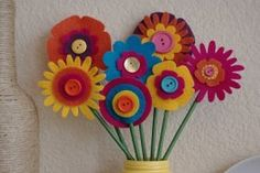 Spring Crafts for Kids: Easy, Fun Ideas. Felt flowers would be cute in a garland. Mothers Day Crafts For Kids, Spring Crafts For Kids, Summer Crafts, Easy Diy Crafts, Diy Crafts For Kids, Art For Kids, Arts And Crafts, Felt Flower Bouquet, Felt Flowers