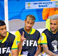 Barcelona forward Neymar reunited with Juventus star Dani Alves Good Soccer Players, Football Players, Everton, Neymar Quotes, Inspirational Soccer Quotes, Alex Sandro, Daniel Alves, Gabriel Jesus, Lucas Lima