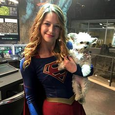 aliadler: It's not a doughnut but it's the other thing always in her hand. #Supergirl @supergirlcbs @supergirlofficial @melissabenoist
