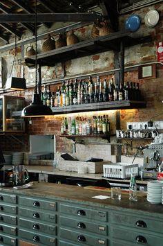 una cucina un bancone di un bar ... un posto dove mi piacerebbe stare