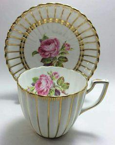 na čaj s podšálkem • zlacený porcelán s malovanou růží.
