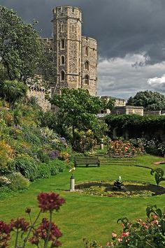 Windsor Castle, the Oldest Grand Castle.....I want to go back sooooo bad!!!!