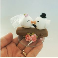 Porcelain Manufacturers In China Cute Polymer Clay, Polymer Clay Dolls, Polymer Clay Charms, Clay Crafts, Felt Crafts, Diy And Crafts, Engagement Cakes, Fondant Toppers, Cold Porcelain