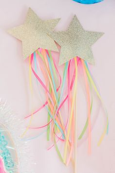 Rainbow Magical Star Wand in Gold Glitter. Twinkle Little Star Party. Rainbow Magical Star Wand in Gold Glitter. Glitter Birthday Parties, Unicorn Birthday Parties, Birthday Party Favors, Birthday Party Decorations, Princess Party Favors, Cake Birthday, Rainbow Party Favors, Princess Birthday, Princess Crafts