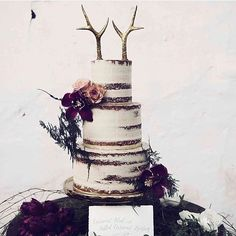 Antlers as a cake topper? Yes please! Love this look from @whitemagazine using antlers by @doramarra - get yours at #afinchelsea #weddingcake #winterwedding #marryme #marketfinds