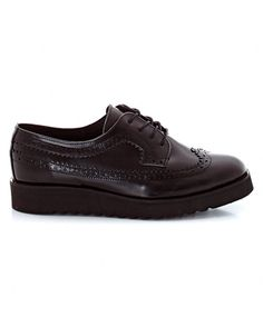 Add a touch of androgynous style to your outfit with La Redoute's collection of brogues, loafers, moccasins and derby shoes. Leather Brogues, Androgynous Fashion, Derby Shoes, All Black Sneakers, Oxford Shoes, Lace Up, Collection, Boots, Women
