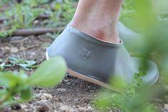 lou moria manufactures minimalist vacuum forming shoe - designboom | architecture