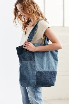 The perfect companion for class + beach days alike, you'll never leave the house without this oversized denim tote bag, Denim Tote Bags, Denim Handbags, Diy Tote Bag, Denim Bags From Jeans, Denim Patchwork, Denim Quilts, Patchwork Bags, Denim Ideas, Denim Crafts