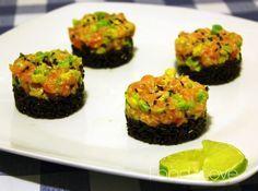 Tartare di salmone e avocado con riso venere e lime