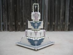 omg this is so beautiful i'm crying --Lord Of The Rings | 19 Spectacularly Nerdy Wedding Cakes