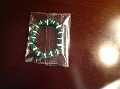 Brazalete de conchas blancas con abalorios de cuarzo verde oscuro para mujeres y hombres