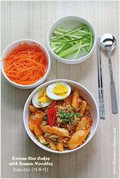 Korean Rice Cakes with Ramen Noodles - Rabokki.   I know how to make this!!!  Have to try it.
