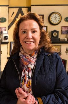 Cathy Matthews, played by Melanie Hill. The new love interest for Roy Cropper. Coronation Street Cast, British Drama Series, Soap Stars, Get Fresh, New Love, Famous Women, Tv Soap, Films