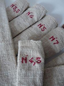 Trousse pour aiguilles à tricoter. ++ numéros d'aiguilles brodés.