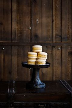 Caramelized Hazelnut Macarons | Hint of Vanilla