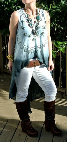 Amazing Bohemian top/duster...don't like the choice of pants, though.