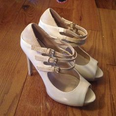 shoedazzle heels size 9 never worn 41/2 in heel with anout an  inch platform Shoe Dazzle Shoes Heels
