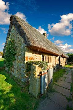 Stage End, Danby, medieval thatched Long House Yorkshire, England England Ireland, England And Scotland, Medieval, Long House, Northern England, Second Empire, English Countryside, Pictures Images, Cottage Style