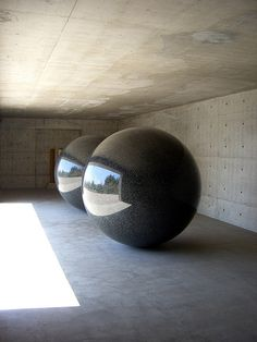 "Seen/Unseen Known/Unknown by Walter de Maria. Hotel ""The Oval"" Tadao Ando"