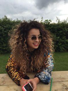 Ella Eyre is a desert goddess! Music Festival Hair, Ella Eyre, Curly Hair Styles, Natural Hair Styles, Hair Flow, Curly Girl Method, Princess Hairstyles, Hair Reference, Wild Hair