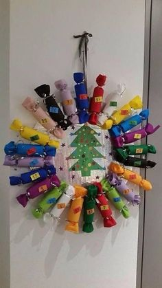 Advent calendar crown in rolls of toilet paper - Christmas Countdown, Christmas Art, Simple Christmas, Christmas Decorations, Advent Calenders, Diy Advent Calendar, Christmas Crafts For Adults, Holiday Crafts, Diy Gifts For Friends
