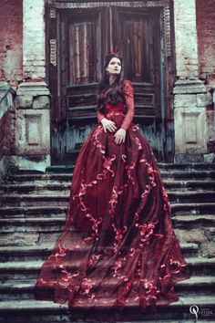 Find images and videos about girl, fashion and beautiful on We Heart It - the app to get lost in what you love. Queen Aesthetic, Princess Aesthetic, Red Aesthetic, Winter Family Photos, Long Sleeve Gown, Gowns Of Elegance, Elegant Gowns, Red Queen, Look Chic