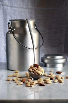 Una vecchia lattiera piena di mandorle - an old milk jug full of almonds