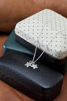 silver stars necklace :3