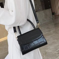 High Quality Vintage Alligator Leather Purses Handbags – purses and handbags diy Luxury Bags, Luxury Handbags, Fashion Handbags, Fashion Bags, Fashion Purses, Fashion Outfits, Popular Handbags, Cute Handbags, Purses And Handbags
