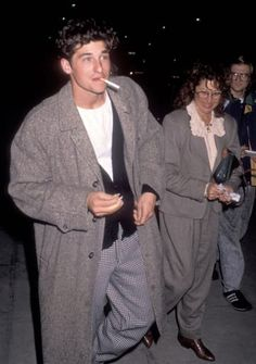 Fall Fashion looks for Men. Layering up during the fall/winter season like Patrick Dempsey is a great way to stay comfortable and stylish. Greys Anatomy, 80s Fashion Men, Fashion Trends, Disco Fashion, Rock Fashion, School Fashion, Fall Fashion, Aesthetic Clothes, Urban Aesthetic