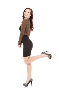 😊 Bolerko jet to rodzaj żakietu. Krótka kurtka lub sweter, nadający szyk każdej kobiecie. Czym się charakteryzuje i jak ją dopasować? Ballet Skirt, Skirts, Fashion, Legs, Moda, Tutu, Fashion Styles, Skirt